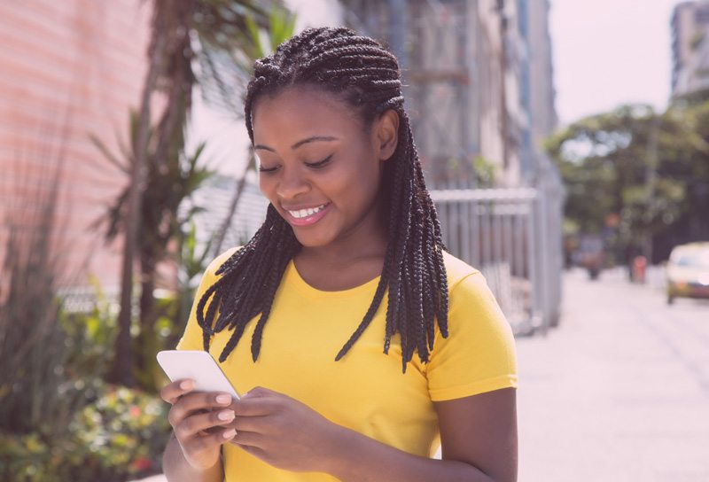 young-black-woman-on-smartphone-latelierbycolette