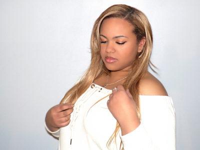 eclaircissement-cheveux-et-extensions-blond-clair-irisé-tissage-ouvert-sara-latelierbycolette-2018